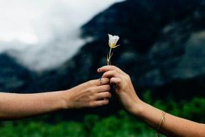 Jak budować angażujące relacje zczytelnikami